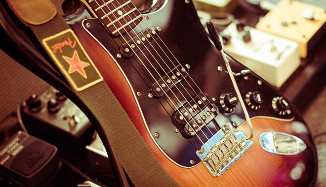 Fender American Standard Stratocaster HSS mit S-1 Switch und 10 Sounds